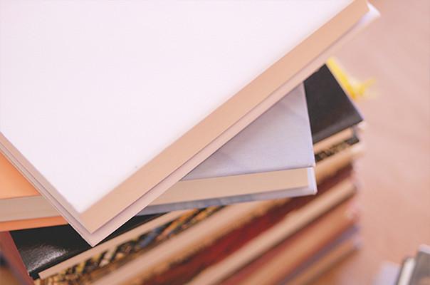 本が山積み画像